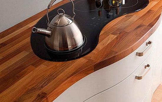 часто материалом для изготовления столешницы из дерева является клееная древесина