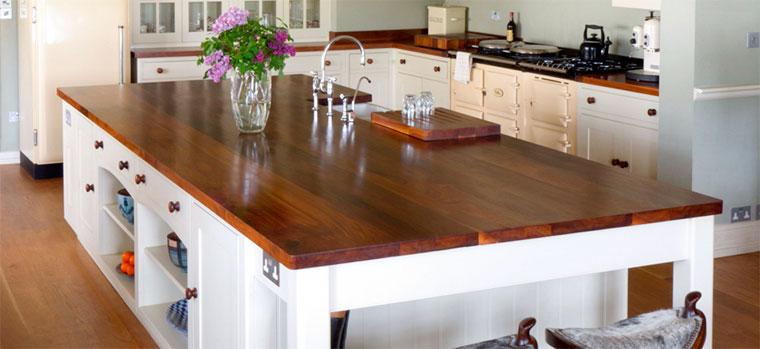 Столешница из дерева для кухни – плюсы и минусы