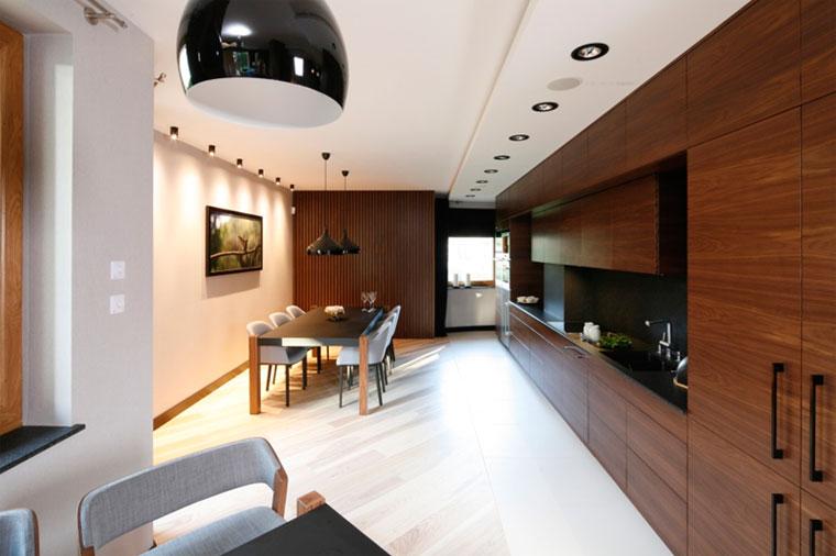 Правильное освещение столовой зоны и обеденного стола
