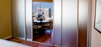 Двери роликовые раздвижные и раздвижные межкомнатные двери скрытые в стене, их установка