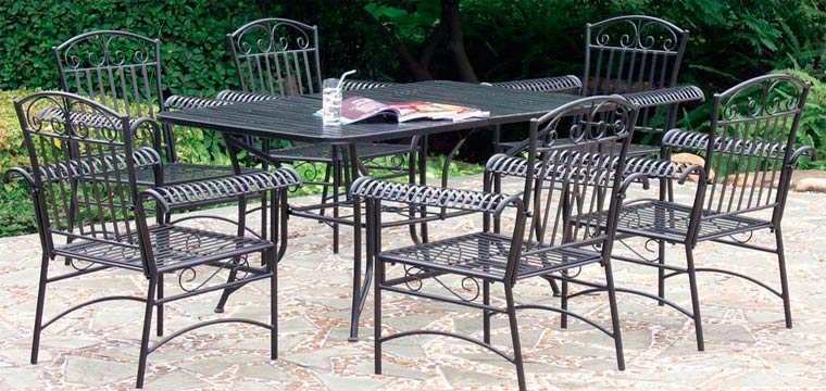 Кованый стиль мебели, кованый стол и стул в интерьере