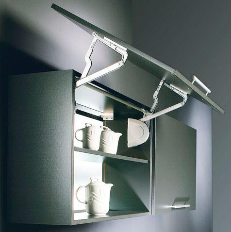 Навесные удобные шкафы в кухню