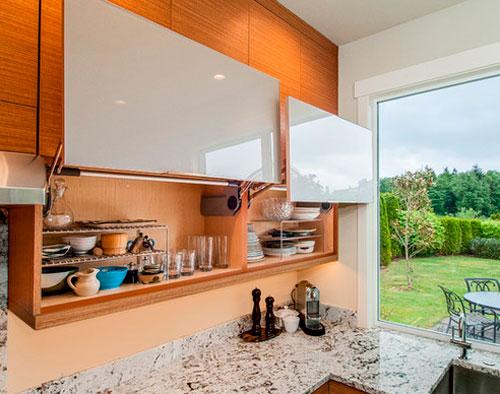 Открывание кухонных шкафов
