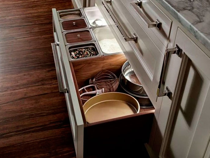 Выдвижные шкафы и разделители для кухонных ящиков