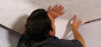 Оформление потолков обоями, наклеиваем обои на угол стены