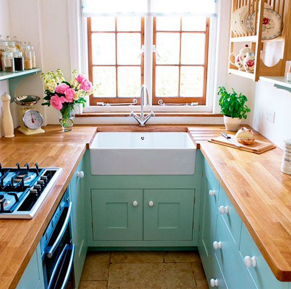 фото расположения мебели в очень маленькой кухне