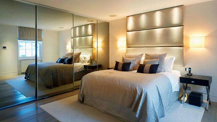 Спальня со встроенным шкафом-купе – фото