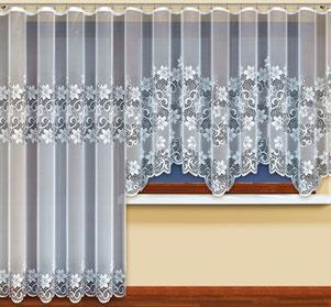 Занавески в интерьере на кухню с балконной дверью