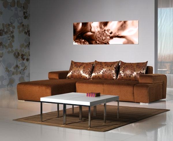 Коричневая мебель и серые стены