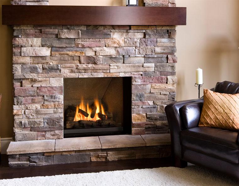 дизайн декоративного отделочного камня хорошо подходит для стены вокруг камина