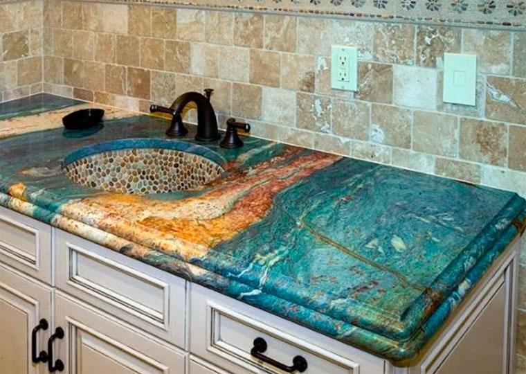 Столешница из натурального камня для кухни