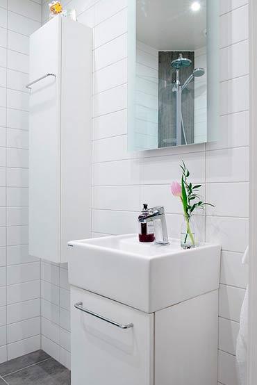 Небольшие ванные с душевой кабиной