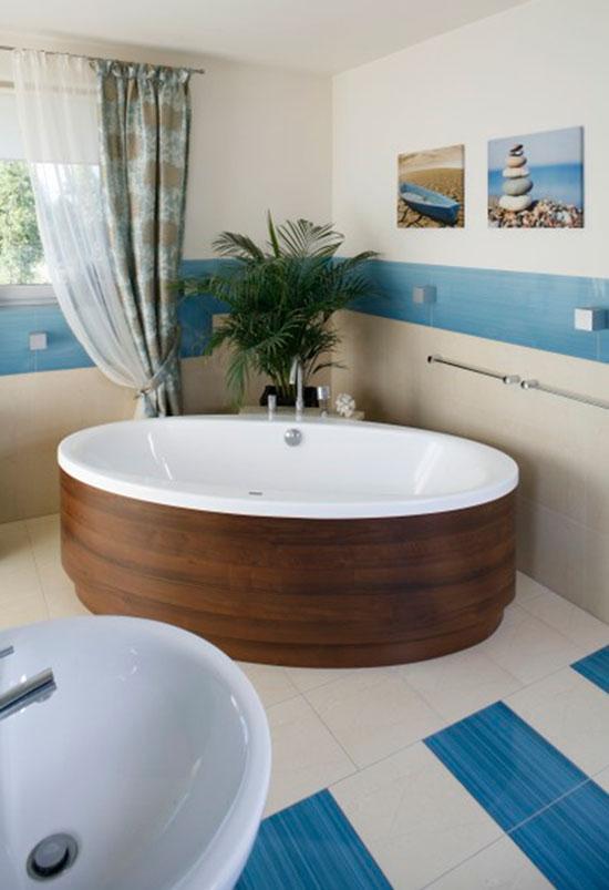 Белый пол в создании дизайна ванной комнаты в морском стиле