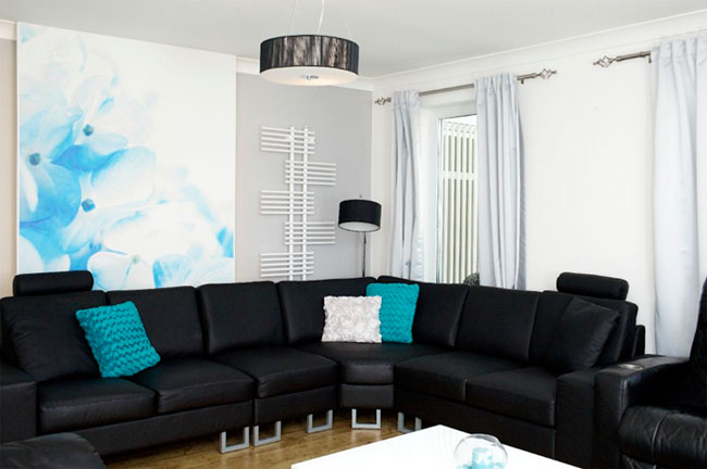 Черный диван какие обои