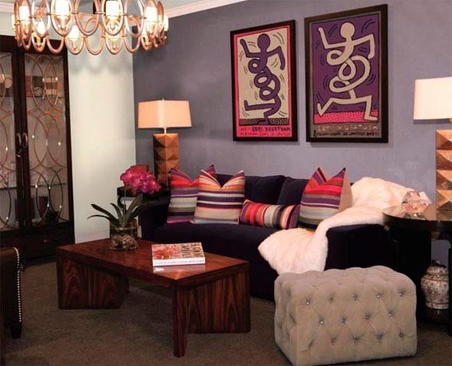 Дизайнерская мебель темного цвета в интерьере