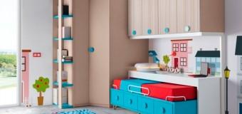 Трансформеры и большие детские шкафы для игрушек в детскую комнату