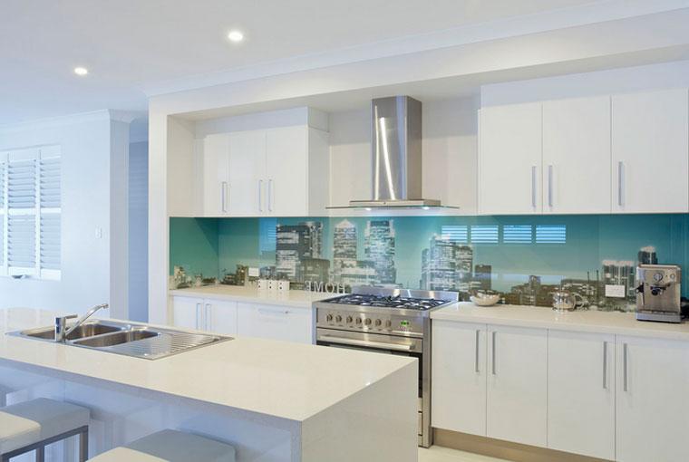 Стеклянные панели на кухню, фартук из стекла