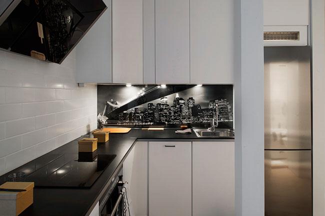 Кухонный фартук из фотообоев под стеклом