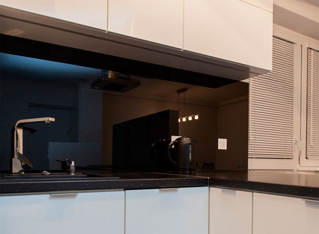 Glass panels in the kitchen for the apron