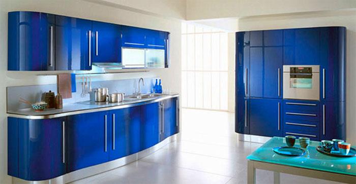Интерьер с голубыми оттенками на кухне