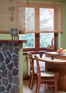 Blinds Curtains to the kitchen