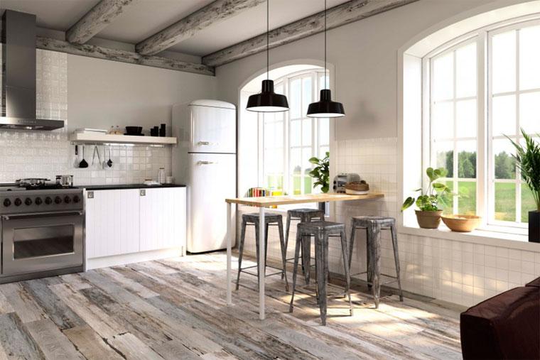 Керамическая плитка на кухню под дерево и дизайн интерьера в деревенском стиле