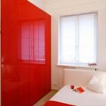 шкаф из глянцевого лакированного МДФ красного цвета