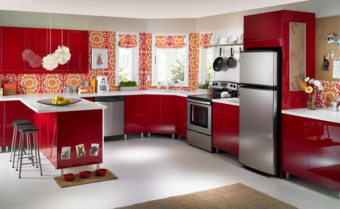 Фото. Бело-красный интерьер кухни