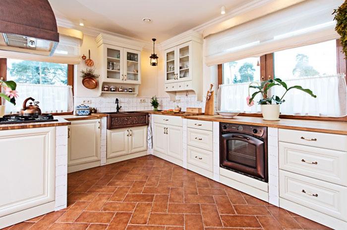 Фото. Светлая кухня, классический стиль