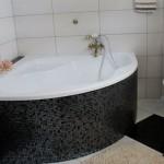 Модная и эффектная плитка мозаикой для ванной комнаты