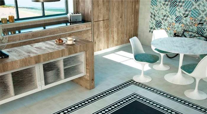 Фон из кафеля пэчворк красиво подчеркнет структуру деревянных фасадов