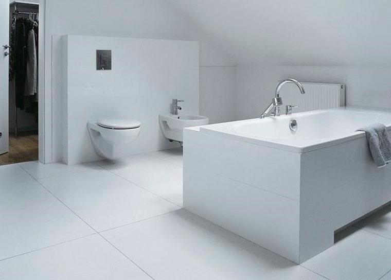 Большая плитка в ванной – не только для больших помещений