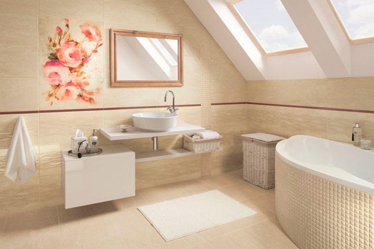 Светлый пол в ванной