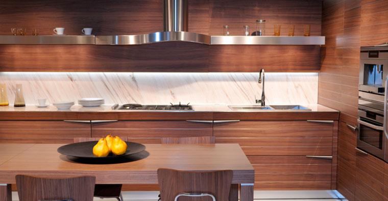 Галогеновая или светодиодная подсветка шкафа для кухни, лента подсветка на кухню