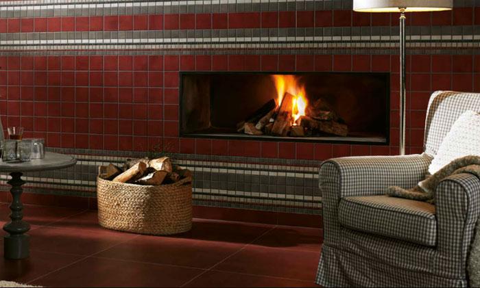 Керамическая плитка в гостиной в зоне вокруг камина