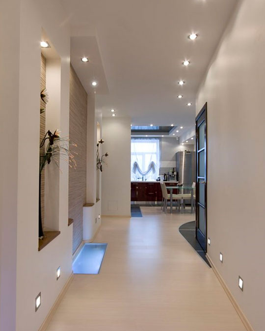 Стандартный узкий коридор мы можем визуально расширить