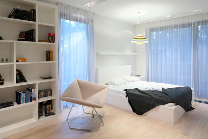 Белый цвет стен в спальне