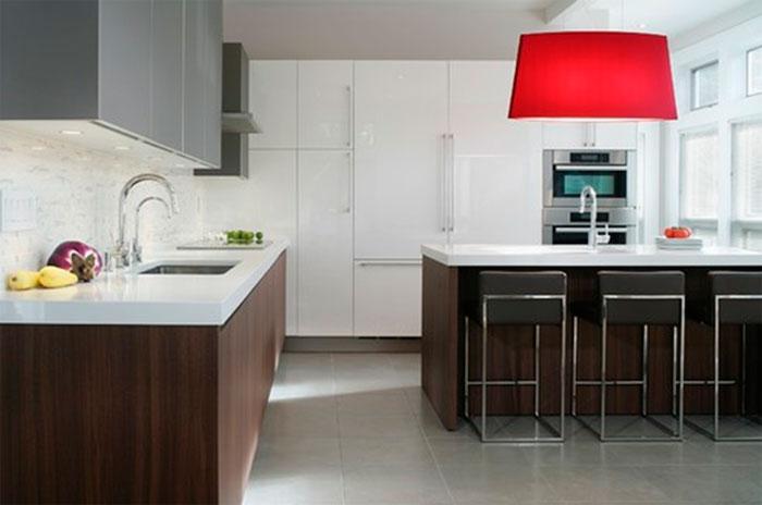 Коричневая мебель для кухни – какая столешница?