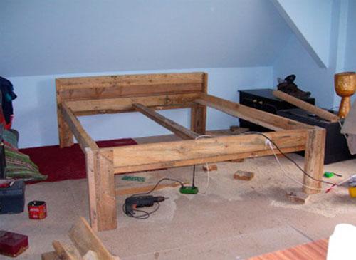 Деревянная кровать в спальню своими руками