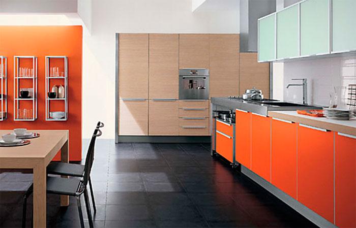 Ванильно-оранжевая кухня