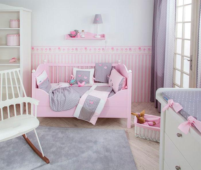 Фото. Нежный интерьер в серо розовых тонах для детской комнаты