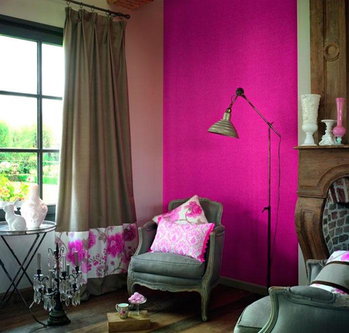 Яркий розово-серый цвет в интерьере