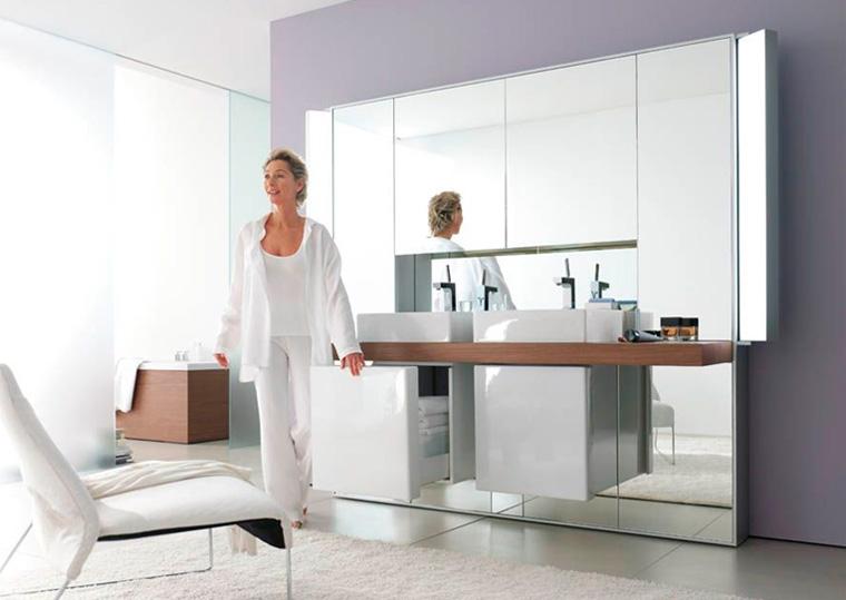 Шкафчики в ванную комнату с зеркалом