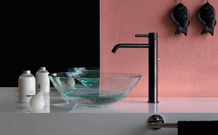 Черные смесители для ванных комнат