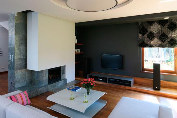Можно ли разместить ТВ в очень солнечной гостиной?