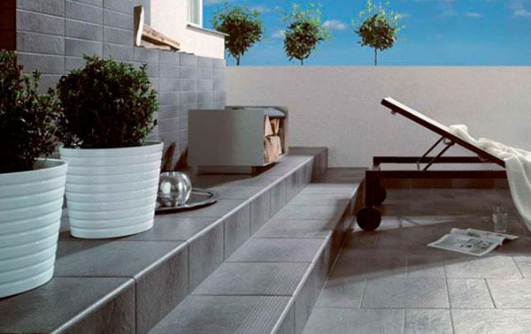 пол на балконе из керамической плитки