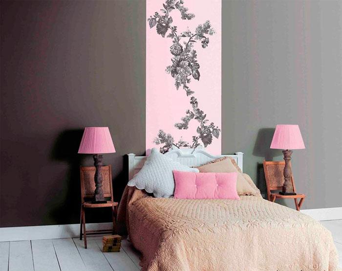 Как подобрать в спальню обои двух цветов