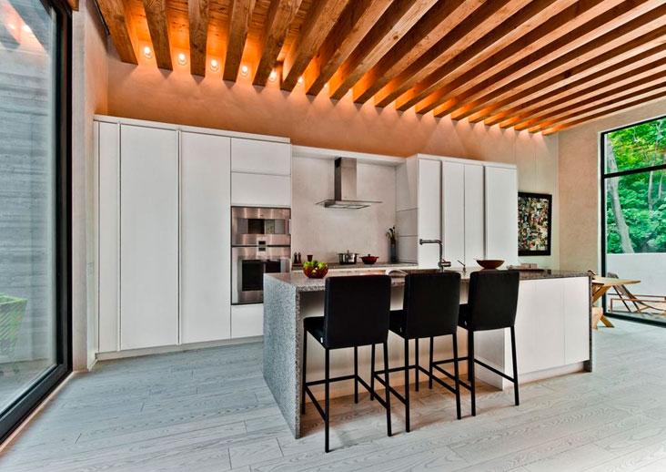 Как сделать потолок с балками