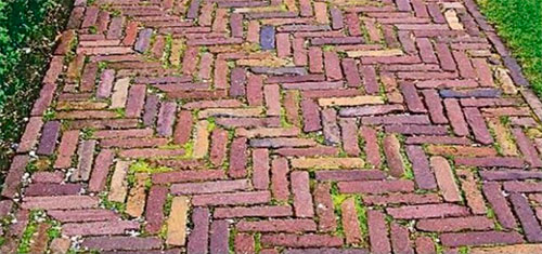 Из старых кирпичей или керамической плитки
