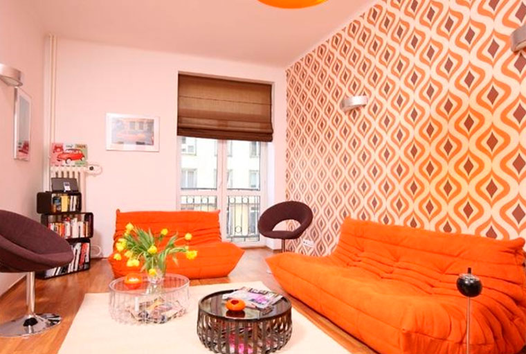 Оранжевый прекрасно дополняется коричневым, бежевым